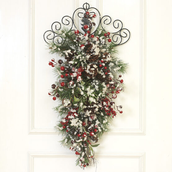 Snowy Berry Wall Hanging