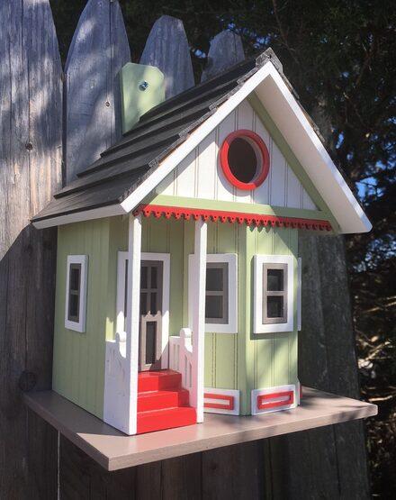 Everspoint Lake Cottage Hanging Bird House