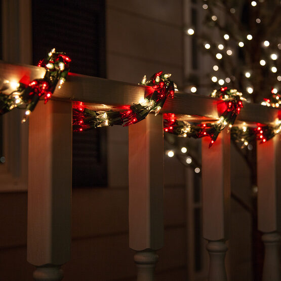 9' Garland Lights, 300 Red/Clear Lights, Green Wire