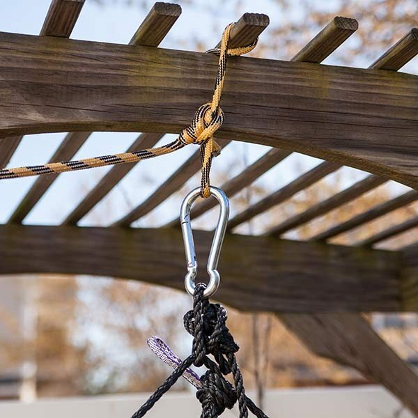 Merveilleux Carabiner Hanging A Hammock