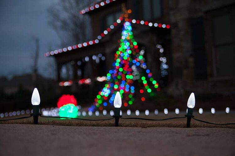 Pathway lighting ideas yard envy for Sidewalk christmas lights